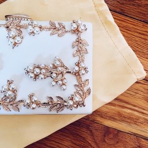 Handbags - White and Gold Pearl Clutch